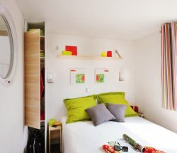 Chambre double au camping Le Rochelongue